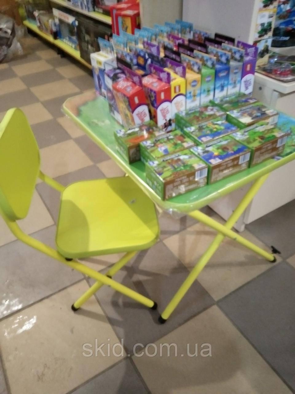 Стіл і стілець з металевими ніжками