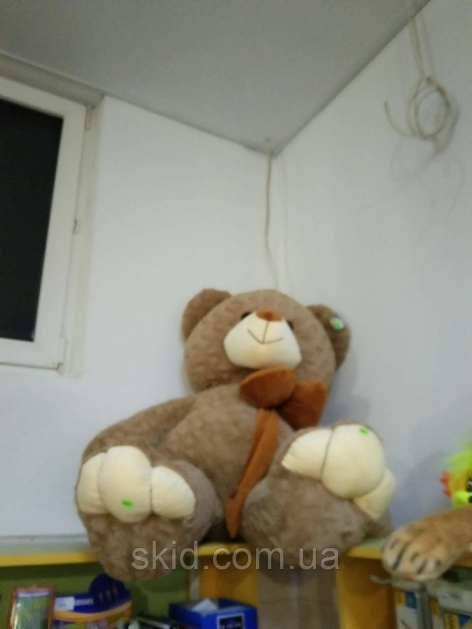 Великий плюшевий ведмедик
