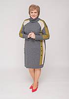 Сукня трикотажне в яскравий орнамент з хомутиком