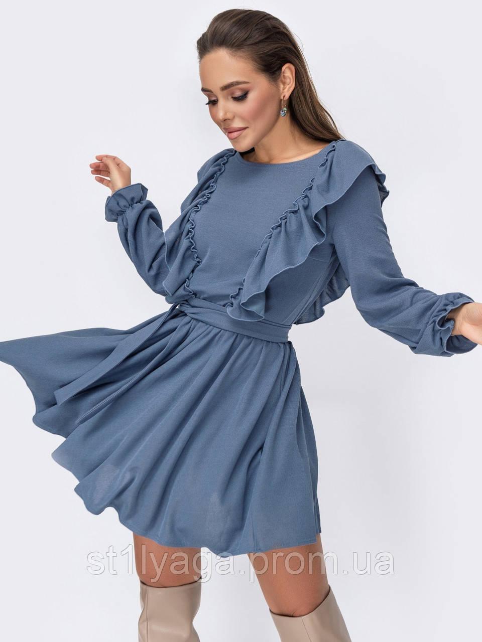 Коротке плаття з рюшами з боків і розкльошеною спідницею