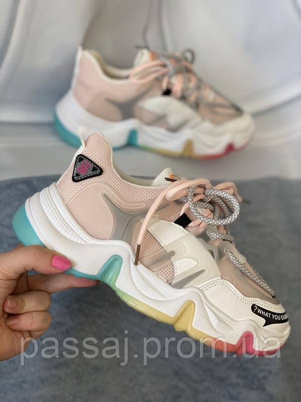 Яркие спортивные кроссовки женские с радужной подошвой
