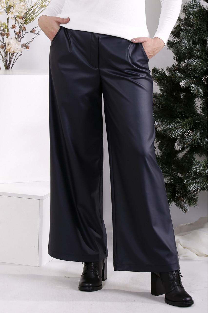 Темно-сині штани з еко-шкіри широкі жіночі стильні батал 42-74. B084-2