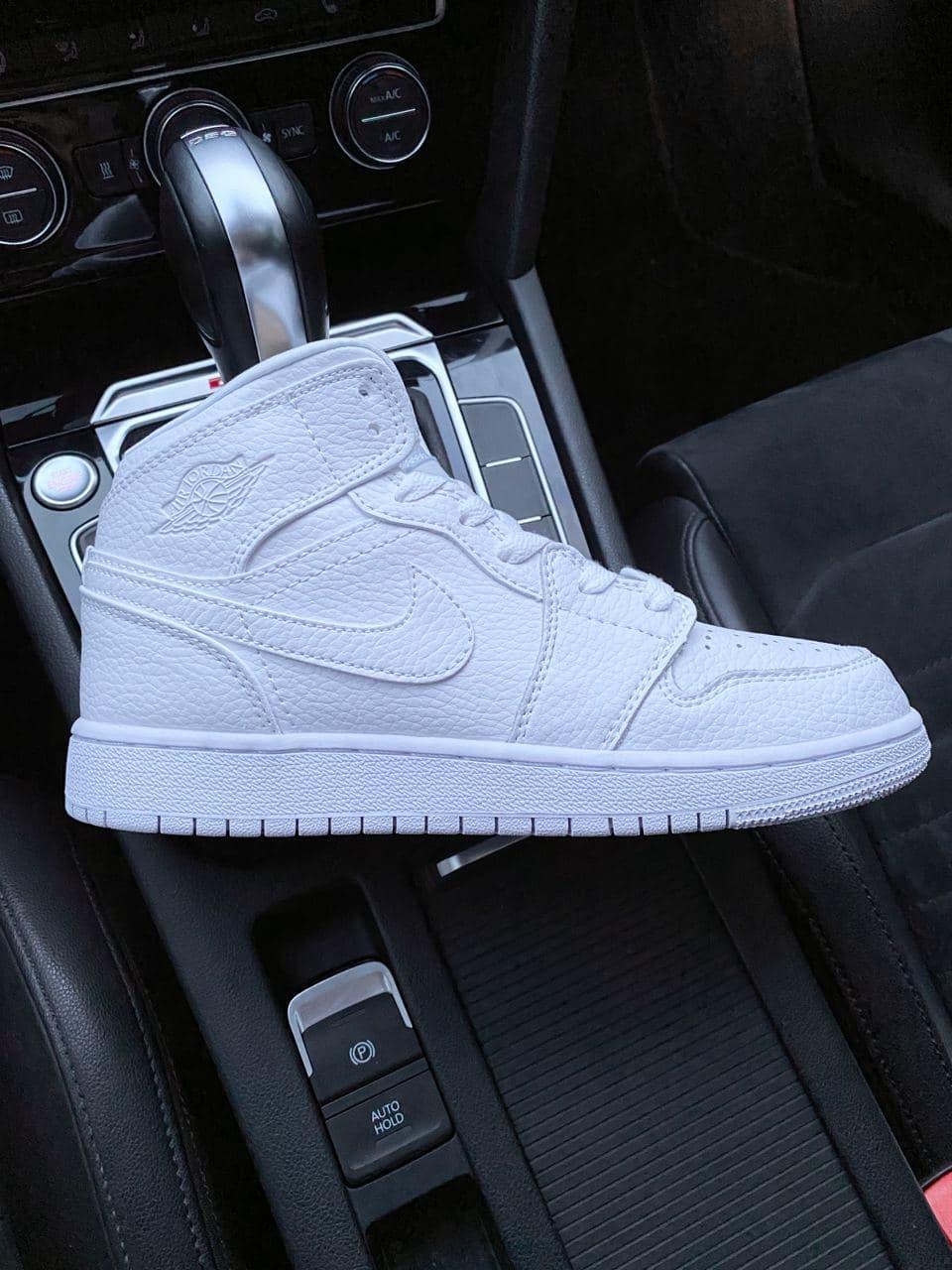Женские кроссовки Nike Jordan PA319 белые