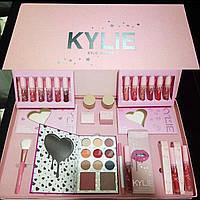 Подарочный набор Kylie Jenner 19 единиц декоративной косметики