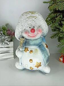 Скарбничка Сніговик в шарфі і шапочці 28 см