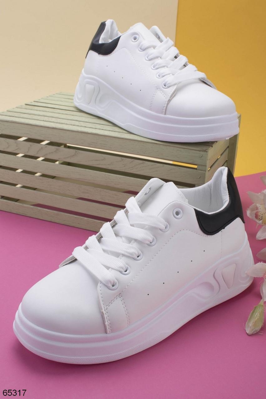 Кросівки жіночі білі з чорною п'ятою еко шкіра весна/ осінь