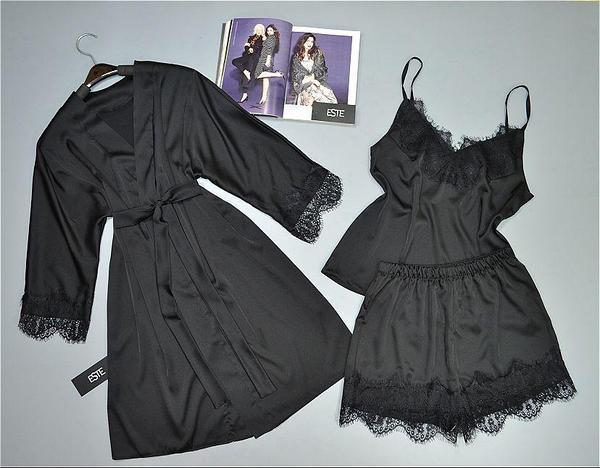 Черный комплет домашней одежды с кружевом. Халат майка и шорты из шелка Армани.