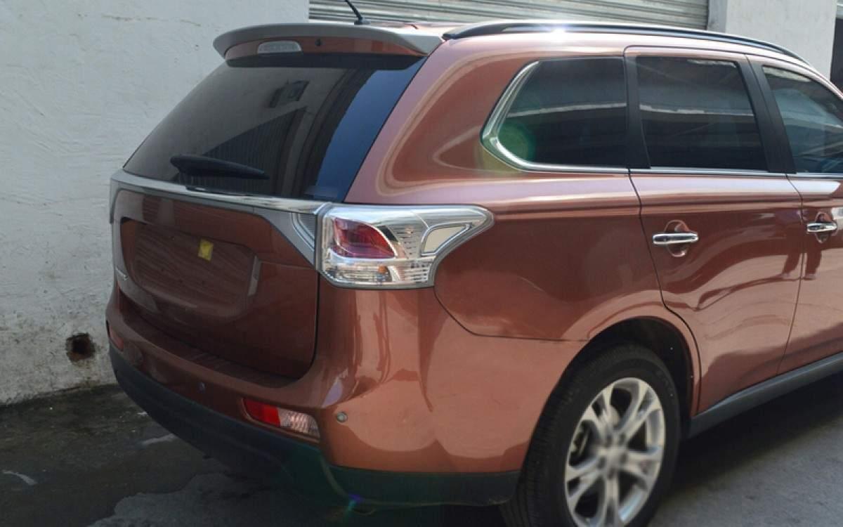 Спойлер козирок Mitsubishi Outlander 2012-2019 ABS пластик під фарбування