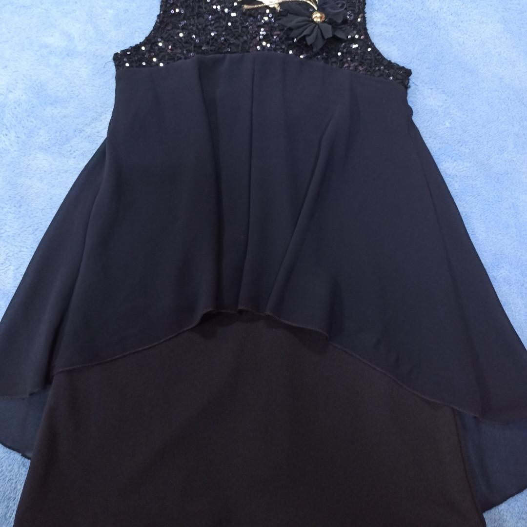 Платье шикарное красивое  модное нарядное оригинальное. Украшение пайетки и отстежная брошь.