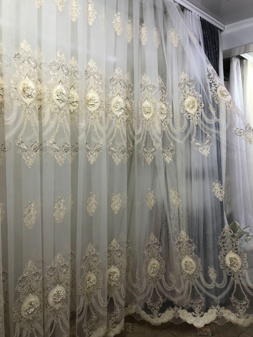 Тюль фатин сетка с большим купоном по середине для гостинной. Цвет: золотистый