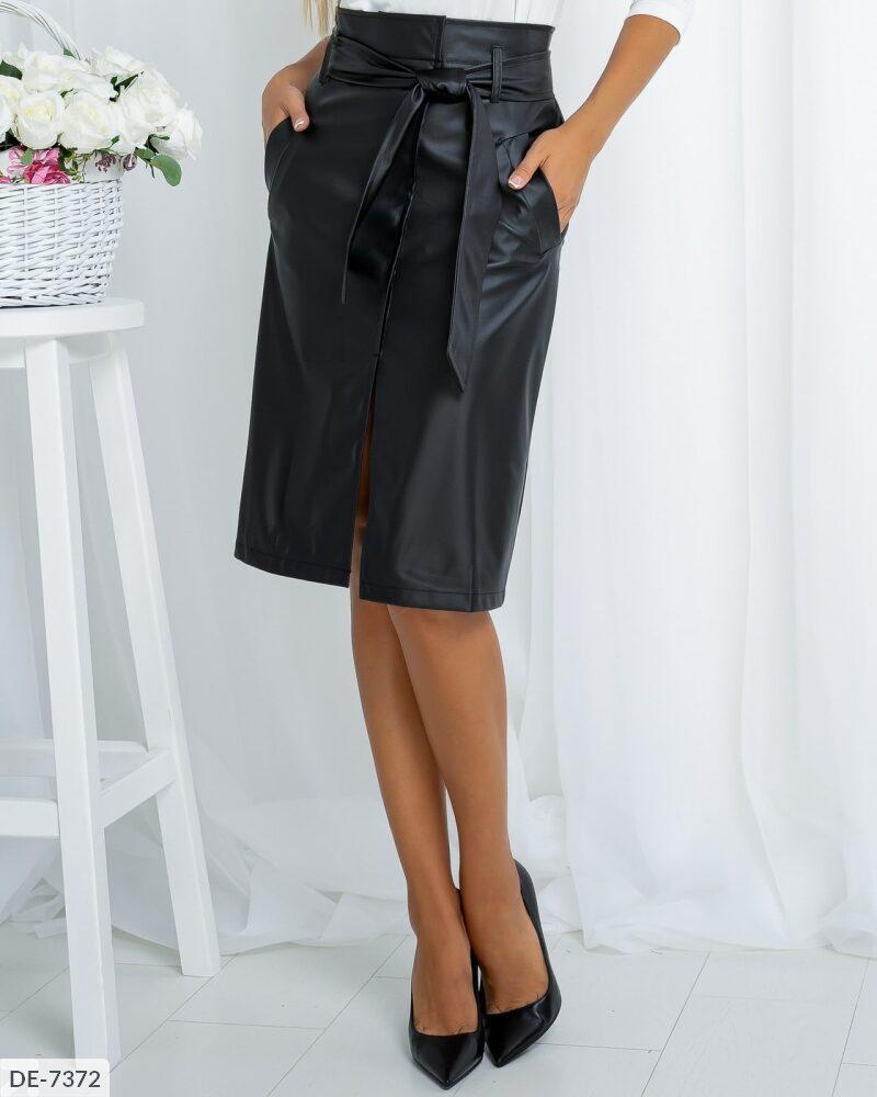 Кожаная юбка с разрезом