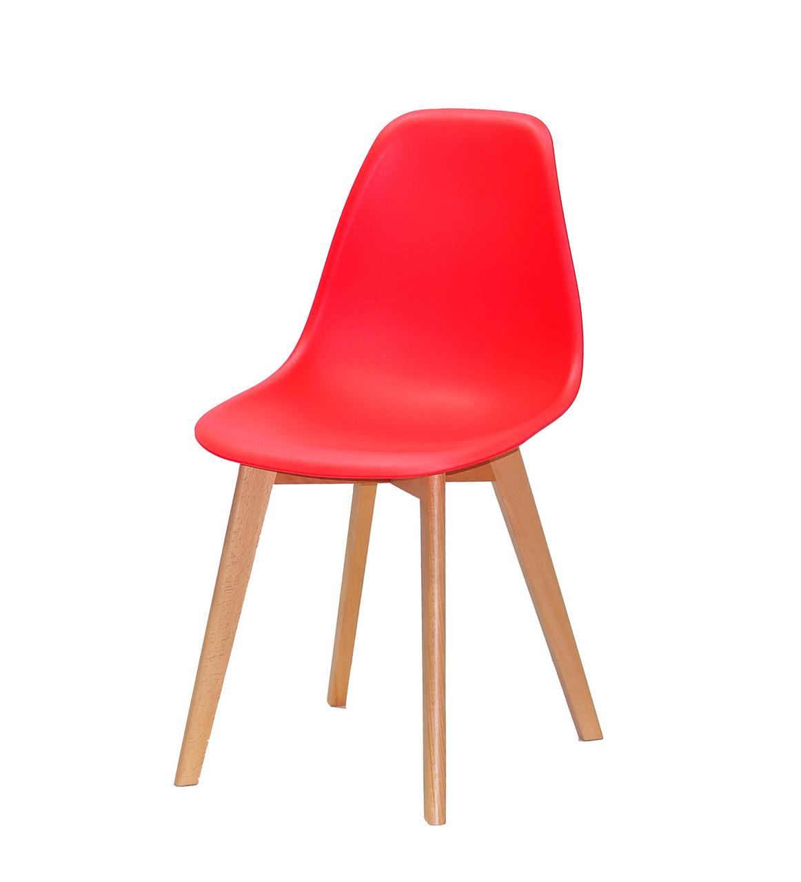 Стул красный цельнолитой пластиковый в современном стиле Nik D на буковых ножках
