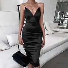 Эффектное вечернее платье с глубоким декольте  - красное, черное