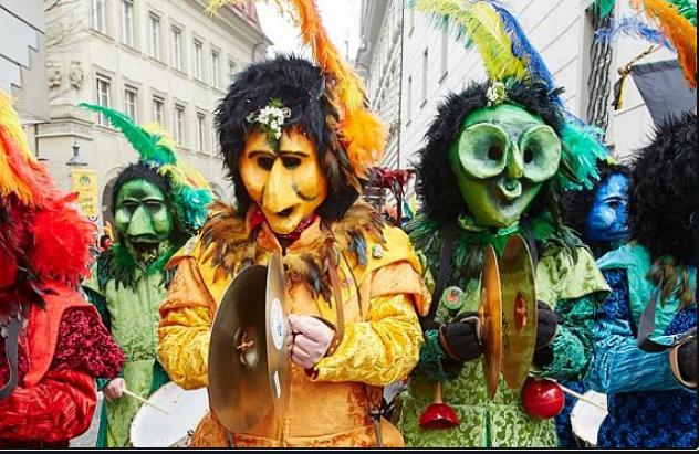 Карнавальные аксессуары (смешные маски с приколами, латексные маски для Хэллоуина, боа, перья и др)