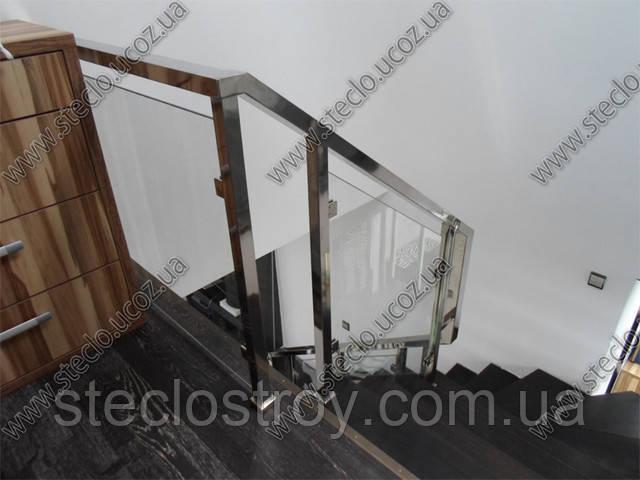 стеклянные ограждения лестницы из прозрачного стекла