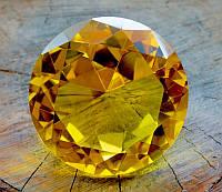 Кристалл Фен-Шуй жёлтый (8 х 8 см.)