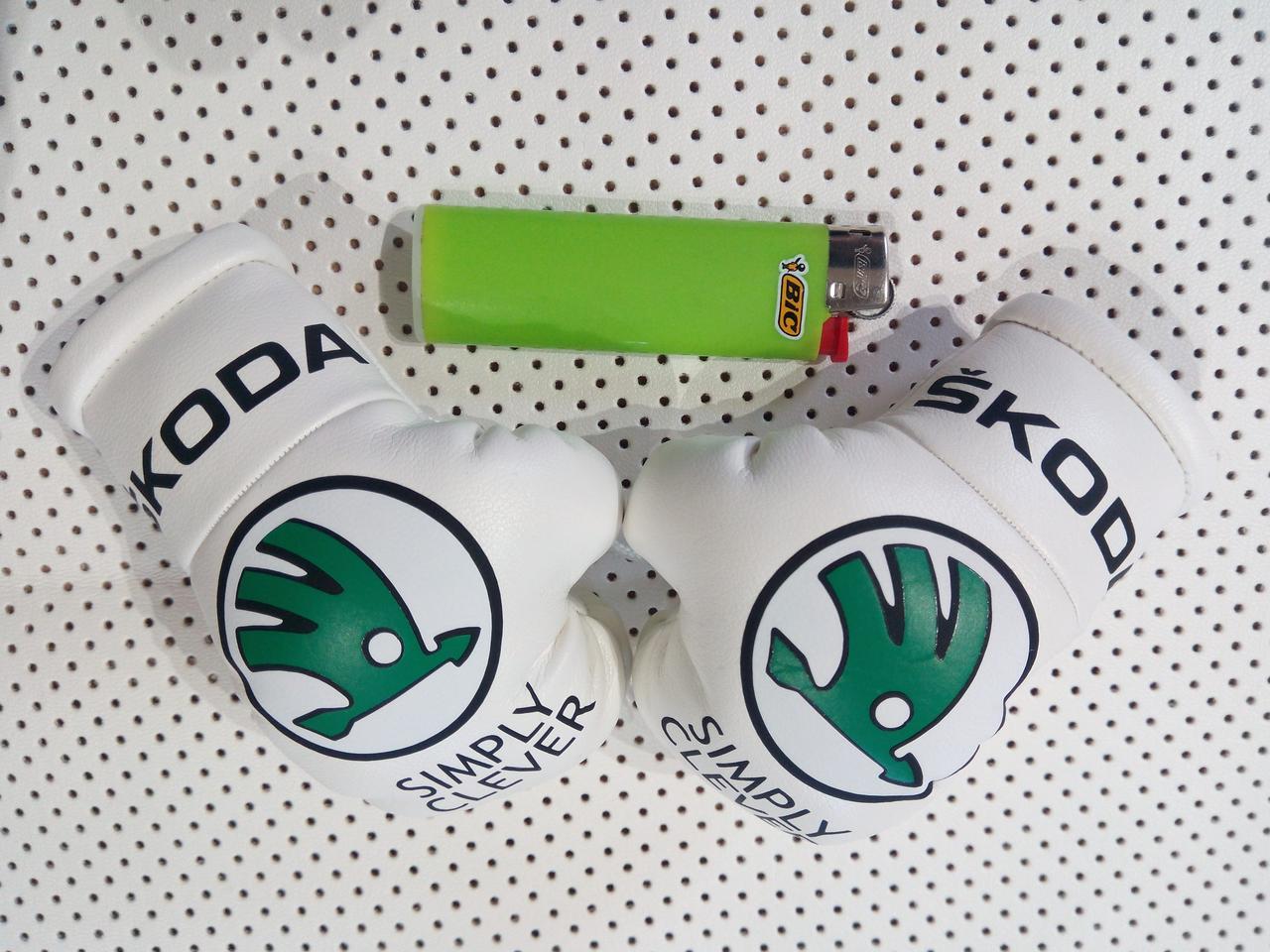 Подвеска боксерские перчатки Авто подарок Аксессуары в машину для мужчин Подарок в машину ШКОДА