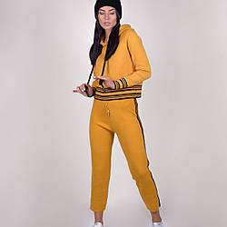 Теплый трикотажный  женский костюм с укороченной кофтой и капюшоном микс цветов в размере 40-46