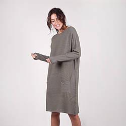 Трикотажное платье длиною до колена свободного кроя с карманами в 6 расцветках в размерах S/M и L/XL.