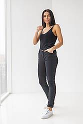 Черные прямые джинсы средней посадки в размерах: S, M, L, XL.