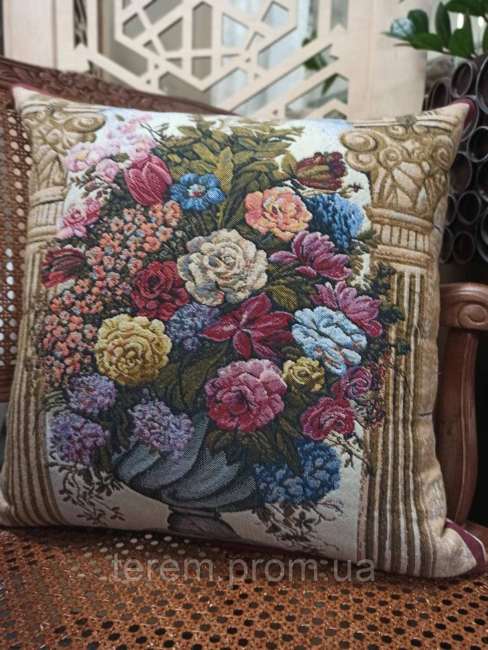 Подушка гобеленовая Flanders Floral in Arch 45x45