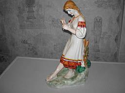 Фарфоровая статуэтка коллекционная ретро девушка с цветком 1960-х