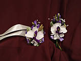 Набор свадебных аксессуаров в сиреневом цвете (букет-дублер, бутоньерки, подвязка), фото 4