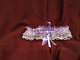 Набор свадебных аксессуаров в сиреневом цвете (букет-дублер, бутоньерки, подвязка), фото 5