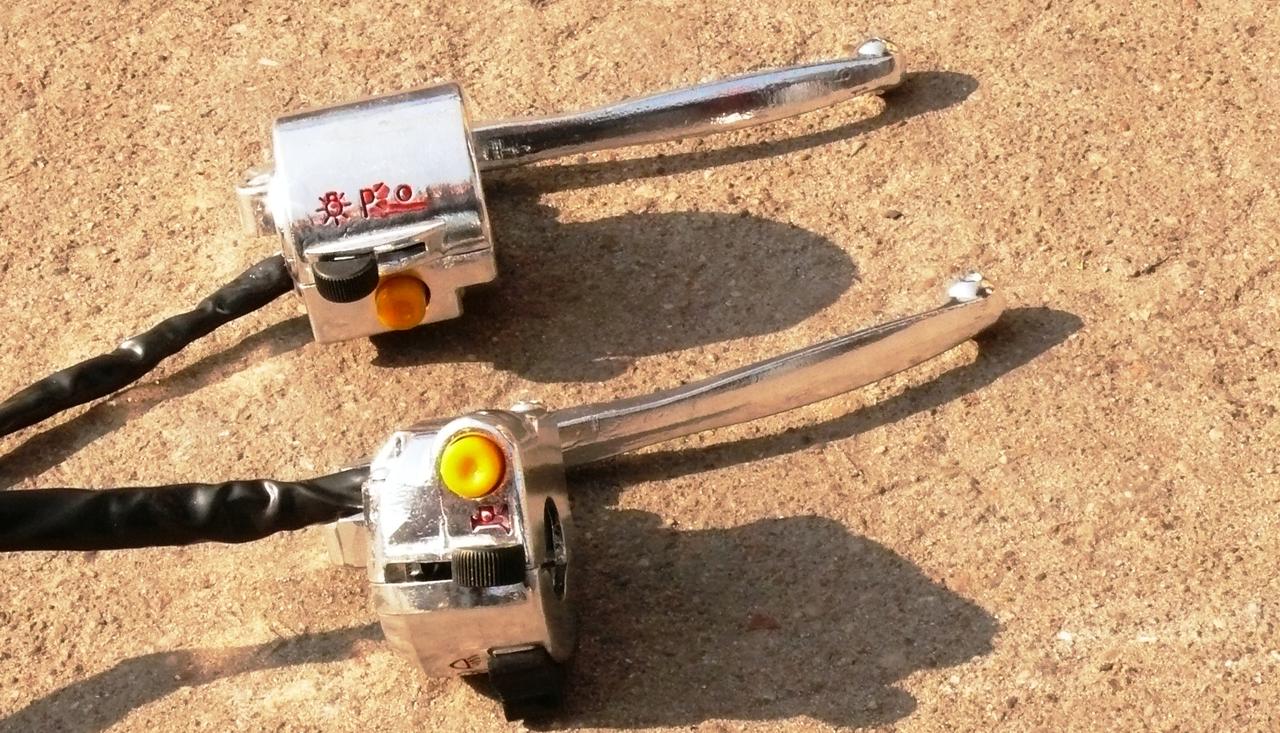 Блоки кнопок руля пара на мопед Delta хром с ручками