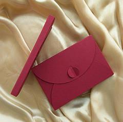 Подарунковий конверт-коробочка 80х120х8 мм з кольорового дизайнерського картону Бордовий