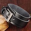 Кожаный широкий браслет на застежке, цвет черный