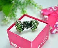 КО1998-7 кольца. Безразмерное с зелеными камнями