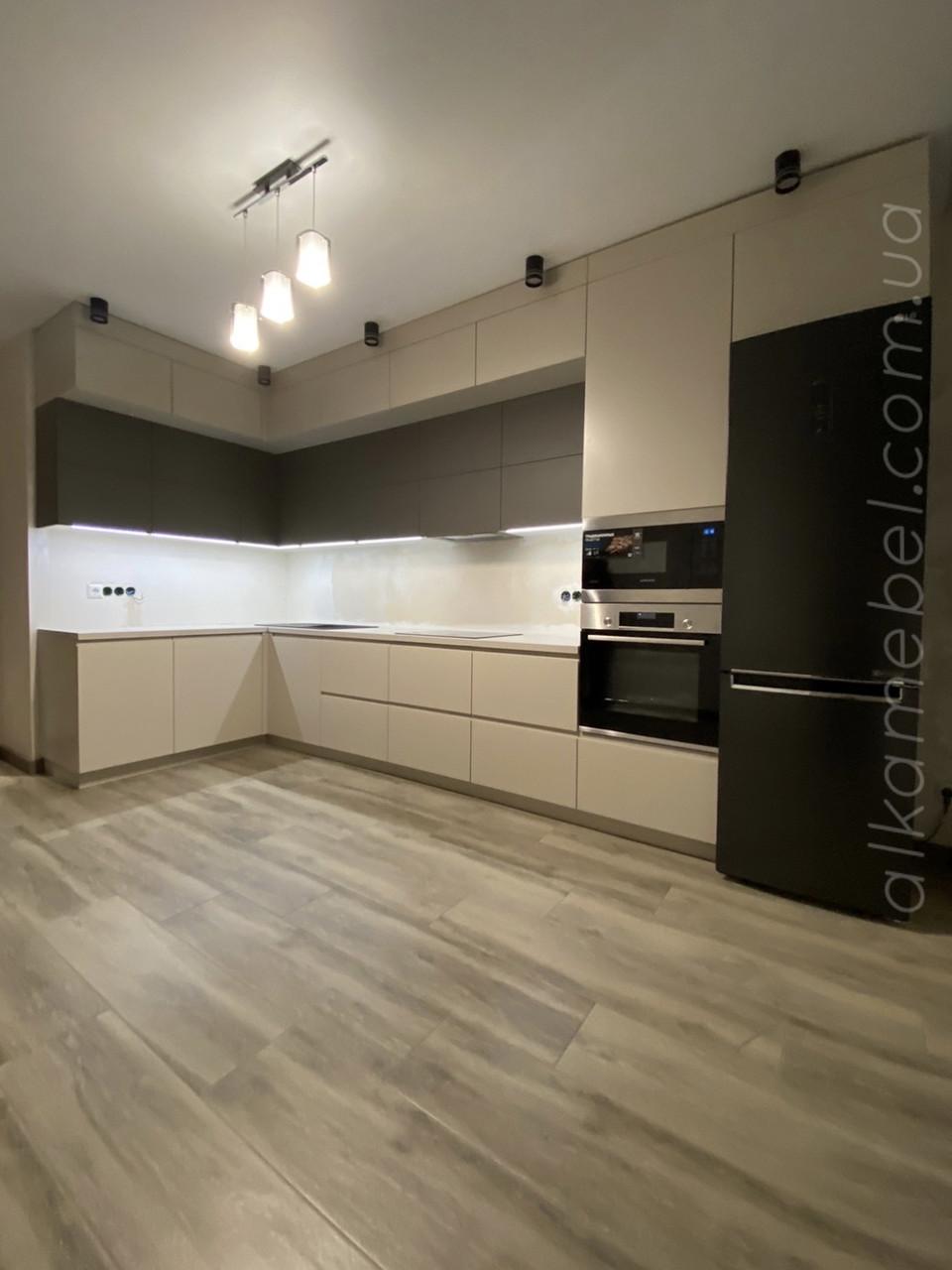 Кухня на замовлення в сучасному стилі. Кухня під стелю. Кухня двухярусна. Кухня 2021 року модель