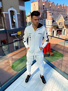 Чоловічий спортивний костюм в білому кольорі