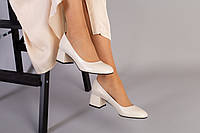 Женские кожаные туфли бежевые на каблуке