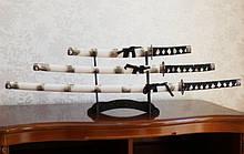 Набор из трёх самурайских мечей на подставке №7