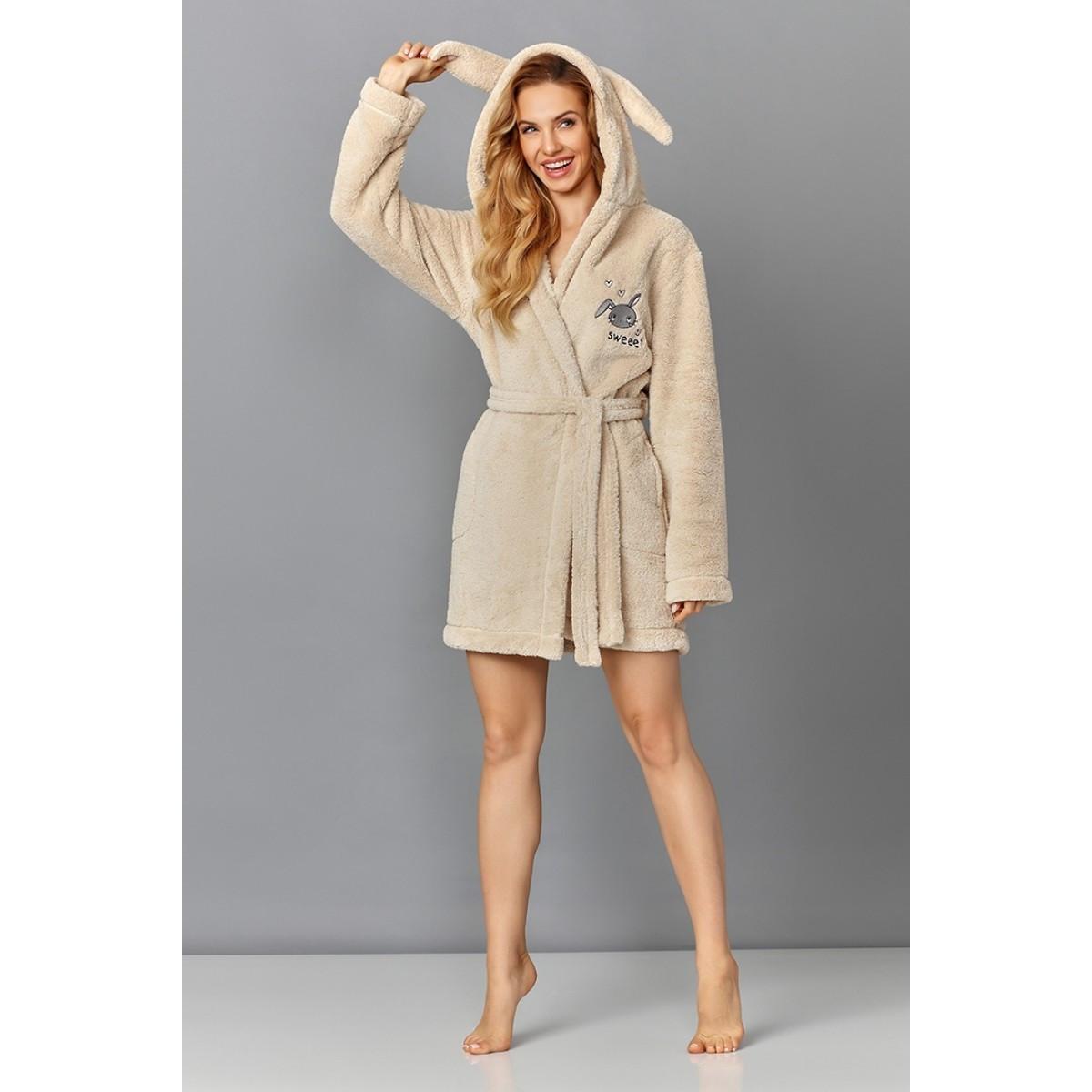 Короткий женский плюшевый халат с капюшоном. Размер М