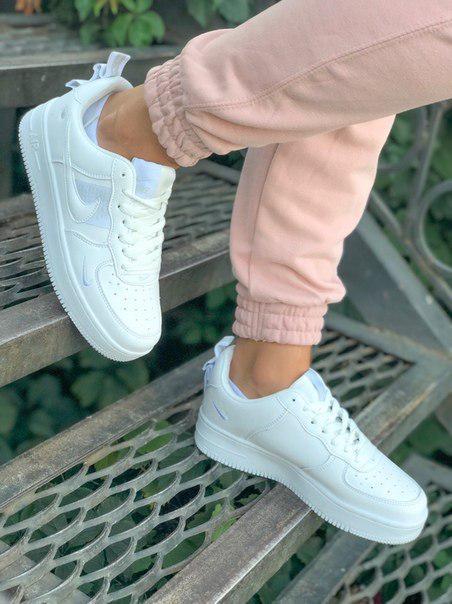 Жіночі шкіряні кросівки Air Force 1 white білі