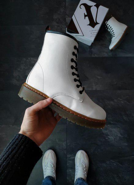 Жіночі білі шкіряні черевики