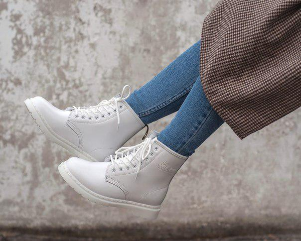Женские ботинки Dr. Martens внутри цигейка