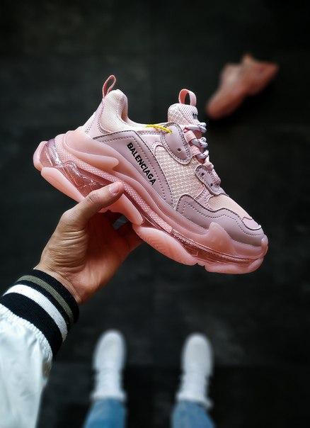 Жіночі замшеві кросівки Balenciaga Triple S