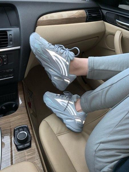 Жіночі кросівки AdidasYeezy Boost 700 V2 Blue Hospital