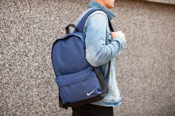 Стильний рюкзак Nike синього кольору