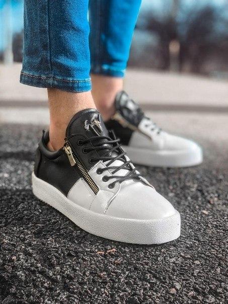 Чорні-білі чоловічі кросівки зі шкіри