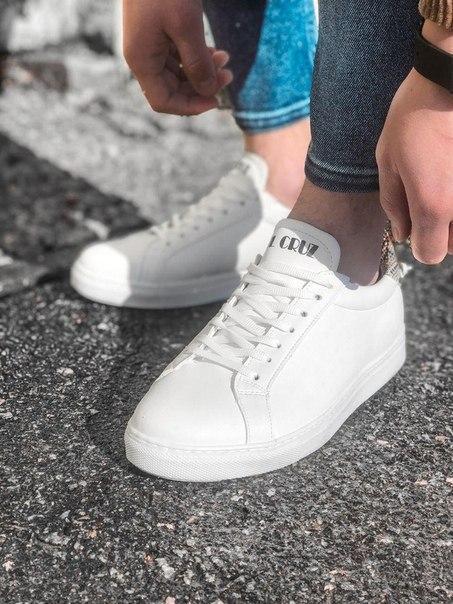 Білі шкіряні чоловічі стильні кросівки