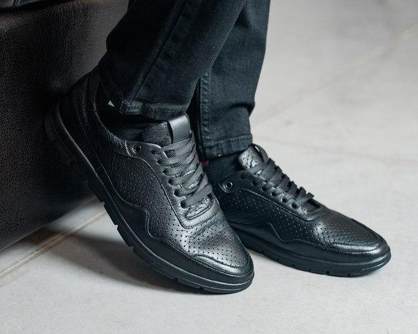 Очень легкие кожаные мужские кроссовки