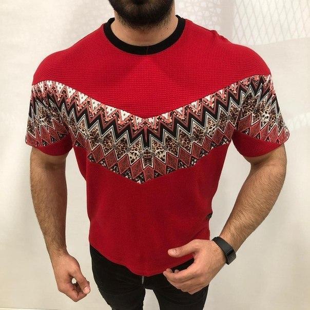 Красная мужская футболка, Турция