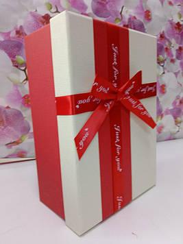 Подарочная коробочка прямоугольная красная  с бежевой крышкой с  бантом