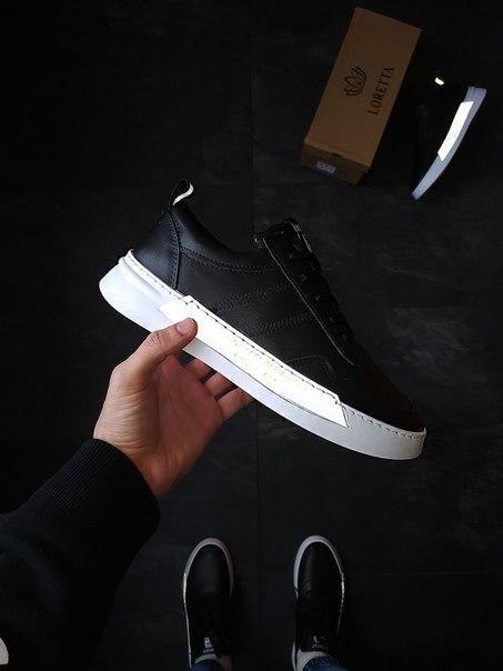 Кожаные черные кроссовки с рефлективными вставками