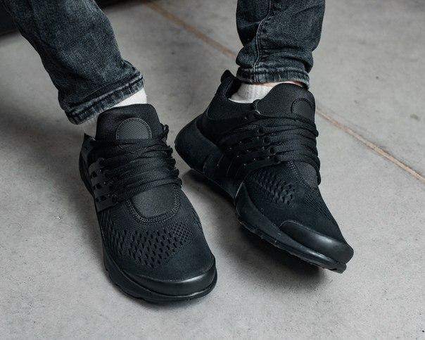 Чоловічі чорні кросівки з сітки